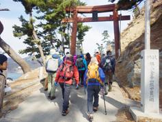 自然観察会と言っても登山を伴うので、皆さん登山の格好で参加です。
