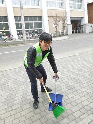 地域の一員として、町内清掃も大事です。